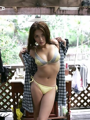 Enticing gravure idol beauty stuns in her bikini at the beach
