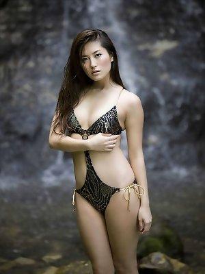 Haruna Yabuki uses the stripper pole while flexing her hot body